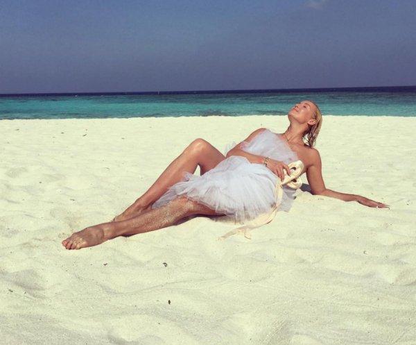Волочкова снова отожгла на пляже (12 фото)