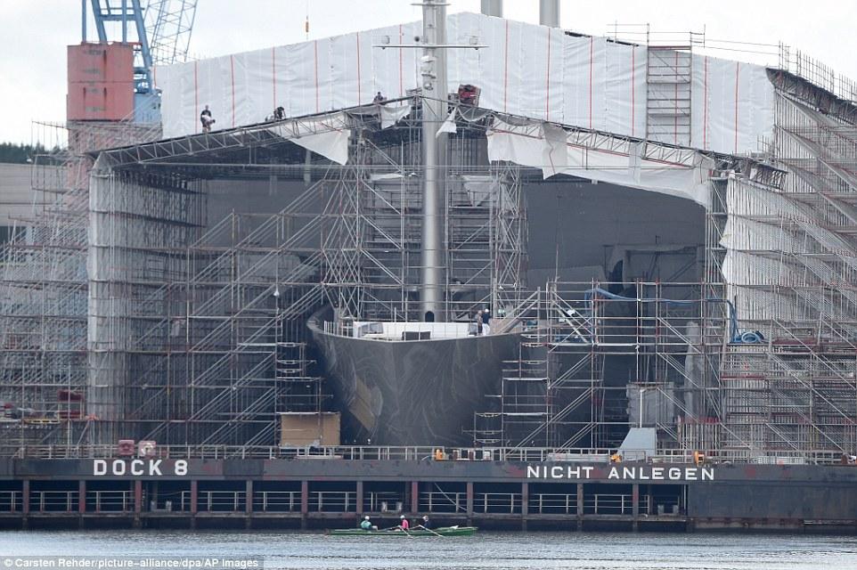 Российский олигарх шокировал Лондон, прибыв туда на своей яхте за 300 млн долларов